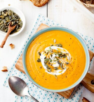 Recipe: Creamy Coconut Curry Soup with Cauliflower