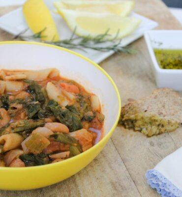 Recipe for Garlicky Tuscan Bean Soup with Escarole