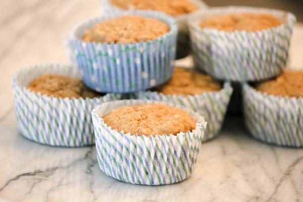 applesauce-oatmeal-muffins