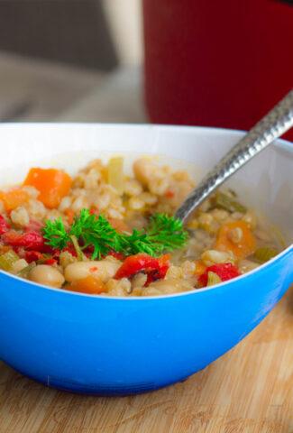Tuscan Farro Minestrone Soup)